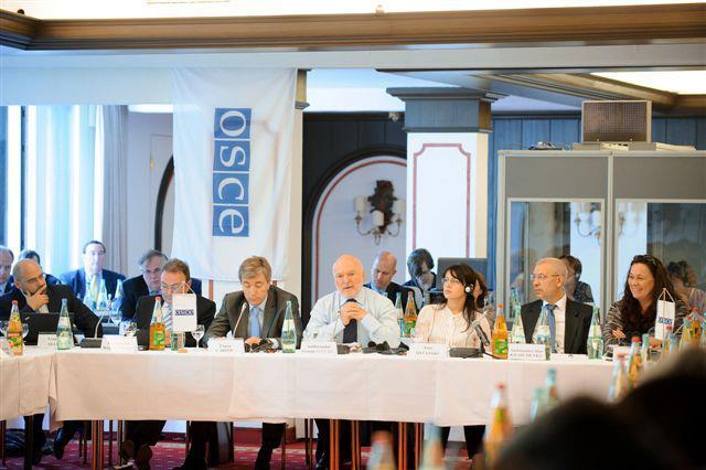 Vicepremierul RM, Eugen Carpov si pretinsa sefa a diplomatiei transnistrene, Nina Stanski