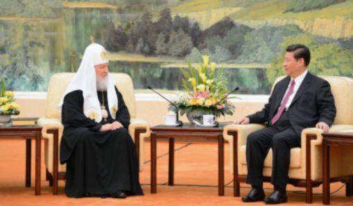 Patriarhul rus Kiril (stanga), impreuna cu presedintele chinez Xi Jinping