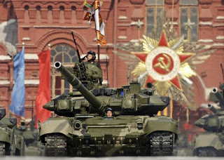 russian-t-90-battle-tanks-roll-through-red-square-during-the-victory-day-military-parade-in-moscow-may-9-2008