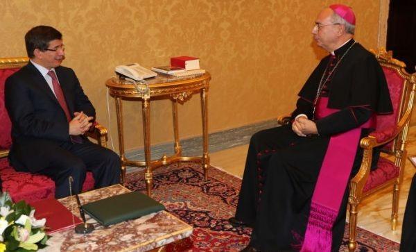 le-ministre-turc-des-affaires-etrangeres-a-rencontre-son-homologue-du-vatican_trt-francais-5535