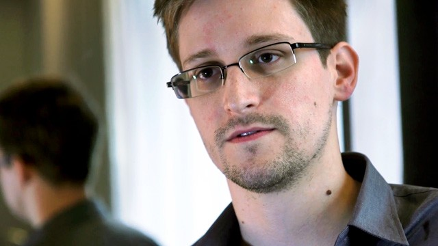 Edward Snowden, sechestrat la Moscova de intransigenta americana