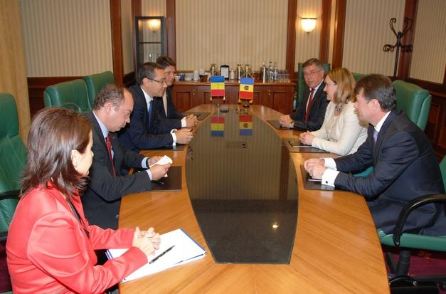 Premierul Victor Ponta şi ministrul Titus Corlăţean au avut consultări cu Natalia Gherman, viceprim-ministru şi ministru al afacerilor externe şi integrării europene al Republicii Moldova, in marja Reuniunii Anuale a Diplomaţiei Române 27-28 august 2013