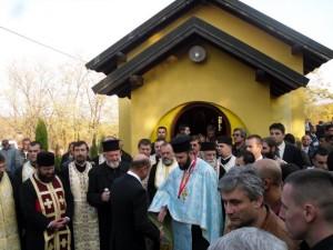 Presedintele-Basescu-la-Biserica-din-Malainita-a-Parintelui-Boian-8
