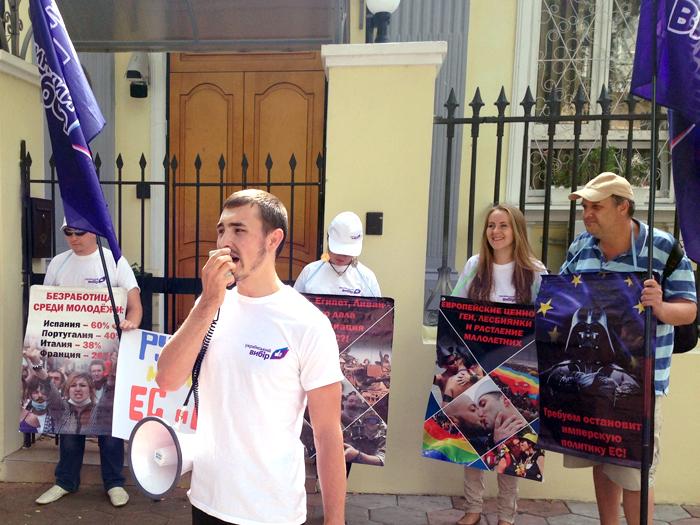 """Consulatul roman de la Odessa, scena a unor proteste repetate impotriva """"politicii imperialiale"""" promovate de Bucuresti"""