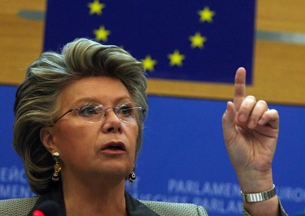 Comisarul european, Viviane Reding, ameninta Croatia cu excluderea din UE