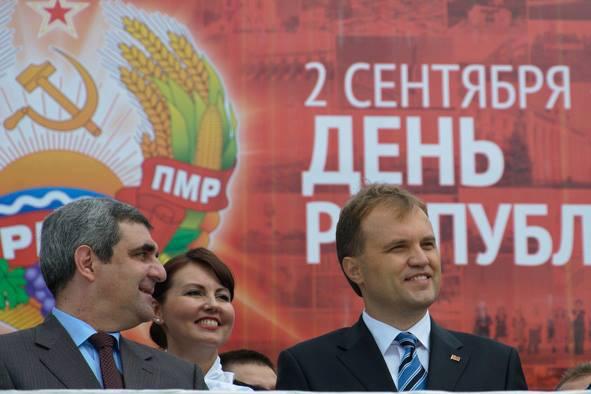 Liderul separatist transnistrean, Evgheni Sevciuk (dreapta)