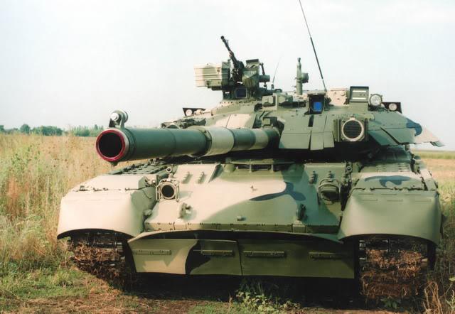 """Tancul """"Oplot"""", simbol al industriei ucrainene de armament"""