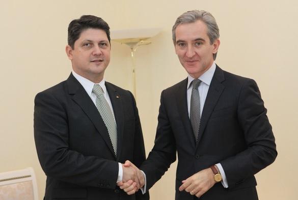 Ministrul de Externe, Titus Corlatean si premierul RM, Iurie Leanca (dreapta)
