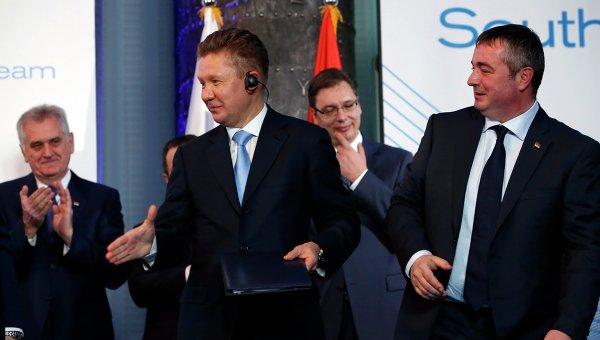 Presedintele Gazprom, Alexei Miller (centru)