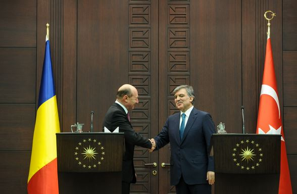 Presedintele Romaniei, Traian Basescu, si omologul sau turc, Abdullah Gul, la Ankara