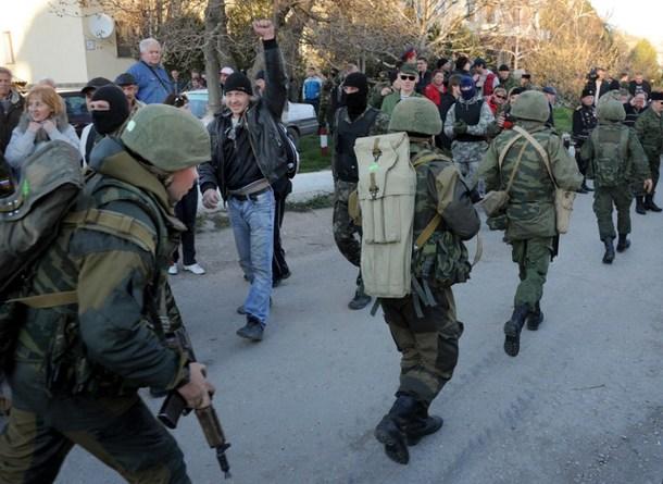 TOPSHOTS-UKRAINE-RUSSIA-POLITICS-CRISIS-MILITARY