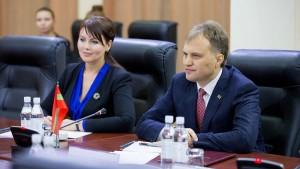 Cuplul prezidential Sevciuk-Stanski este puternic contestat de opozitie