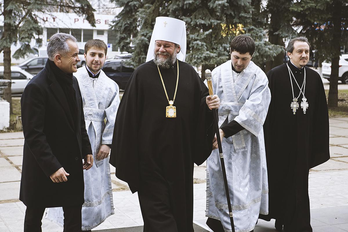 Oligarhul Vladimir Plahotniuc stârpește ortodoxia românească din Basarabia cu binecuvântarea mitropolitului rus Vladimiri!?