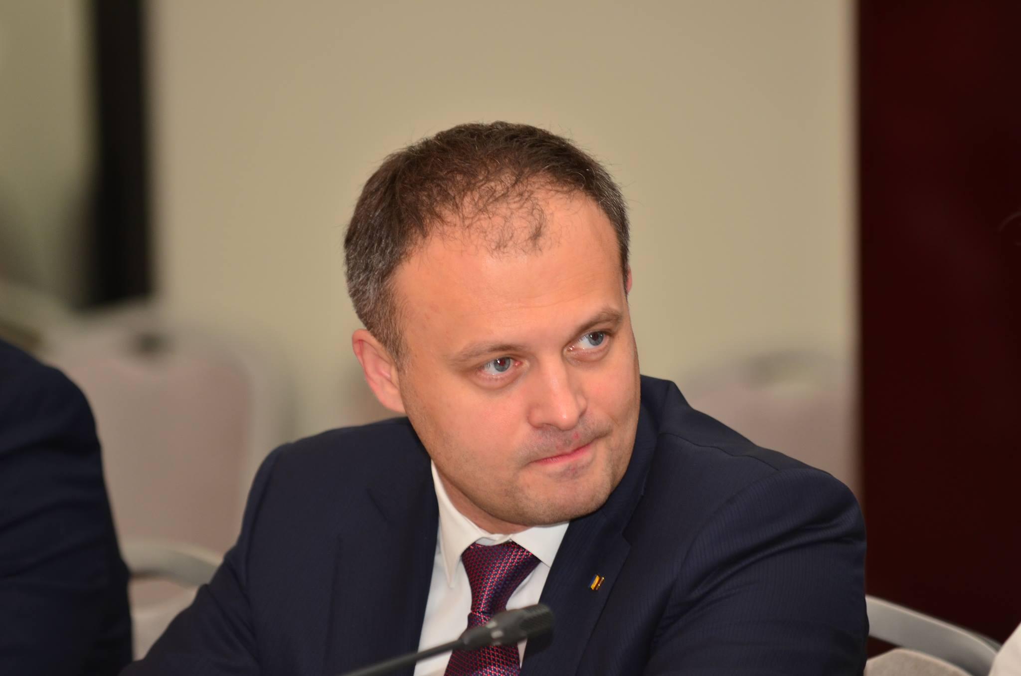 Andrian Candu, președintele Legislativului de la Chisinau, executant loial al comenzilor liderului incontestabil al Republicii Moldova, Vlad Plahotniuc