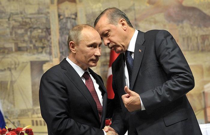 Presedintele turc Recep Tayyip Erdogan forteaza mana lui Vladimir Putin