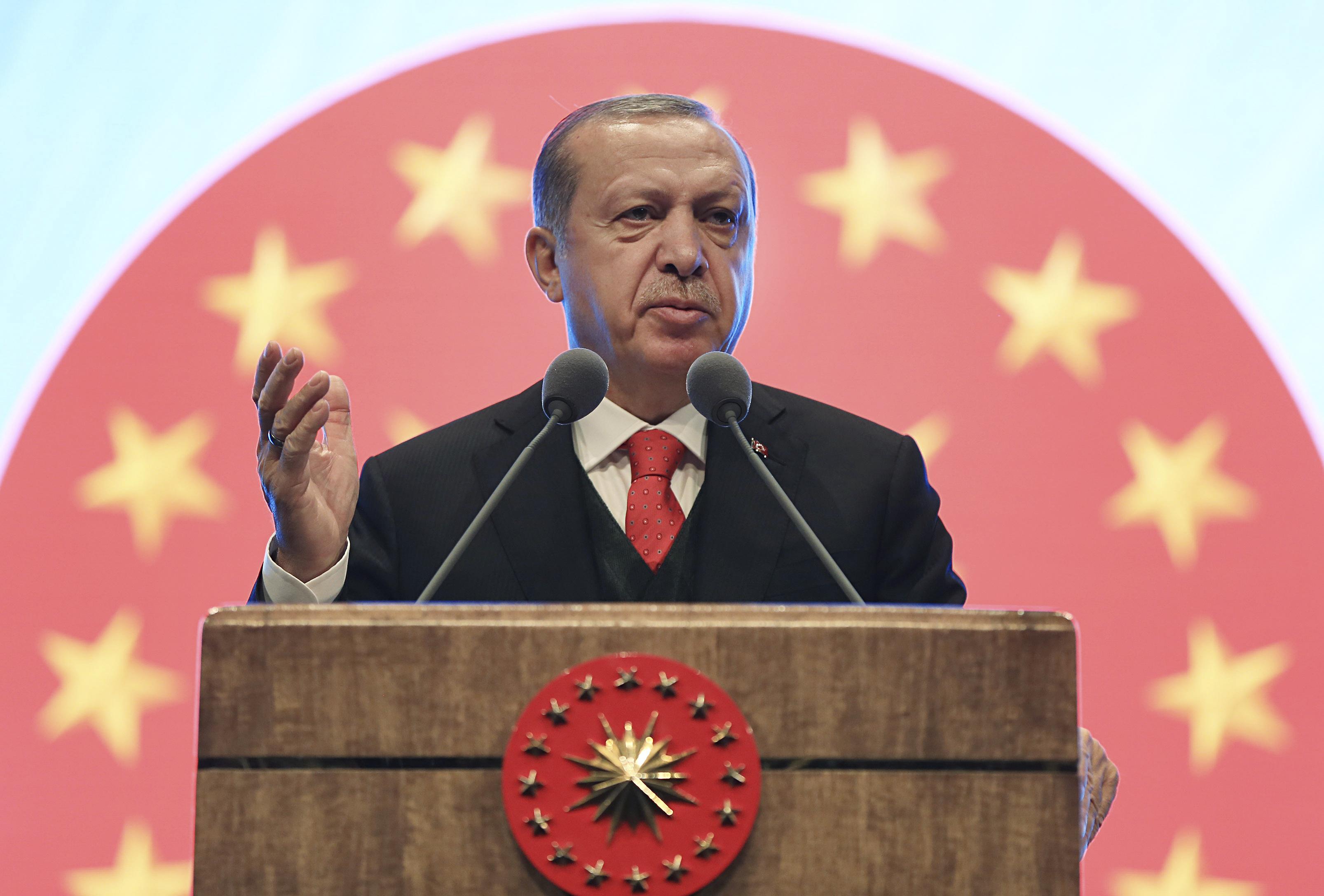 Liderul Recep Tayyip Erdogan își consolidează puterea prin măsuri extreme