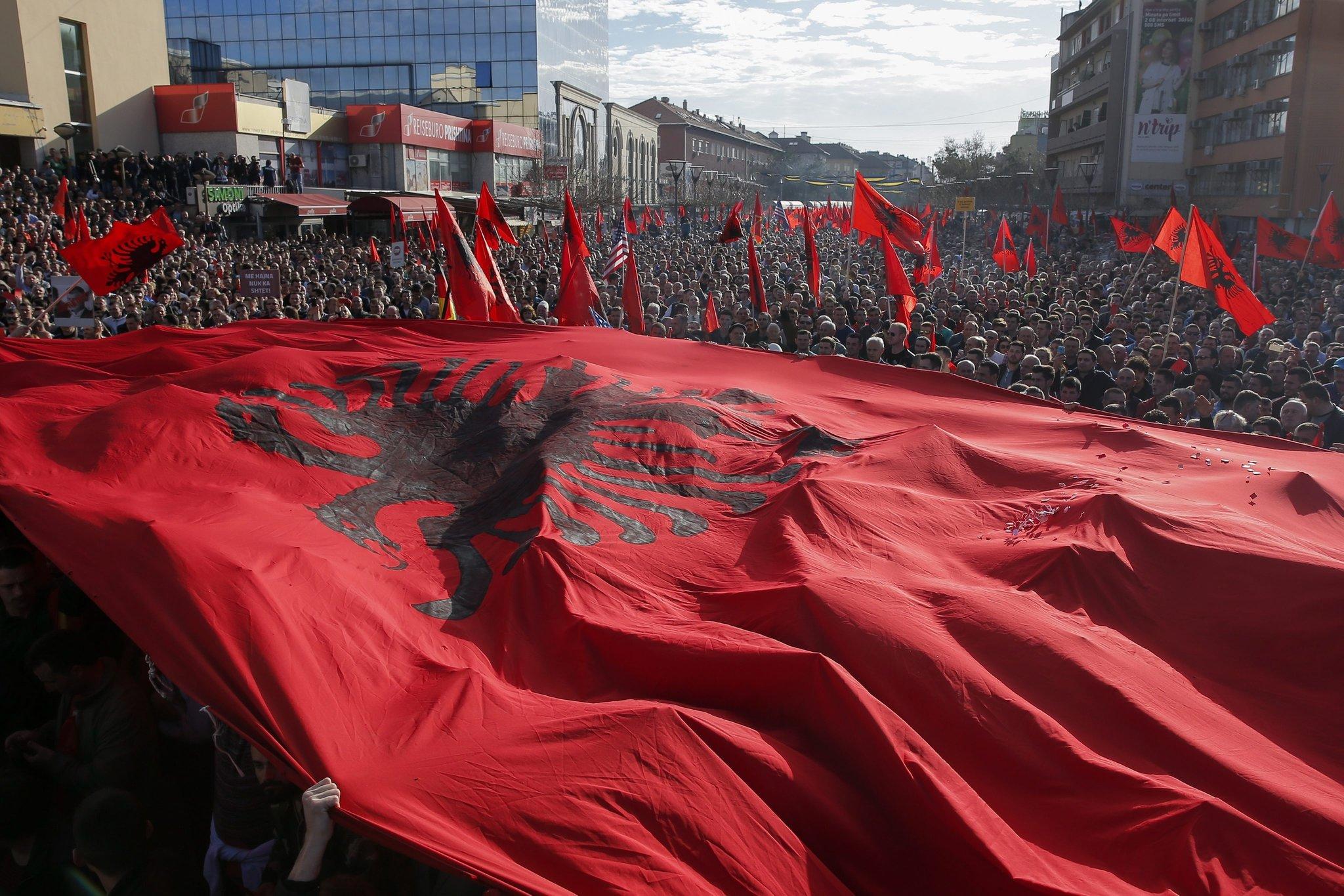 Mirajul Albaniei Mari, agită periodic butoiul de pulbere balcanic