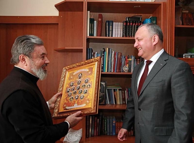 Președintele Republicii Moldova, Igor Dodon, are o relație privilegiată cu Patriarhia Rusă, mai ales cu Marchel Mihăescu, episcop de Bălți