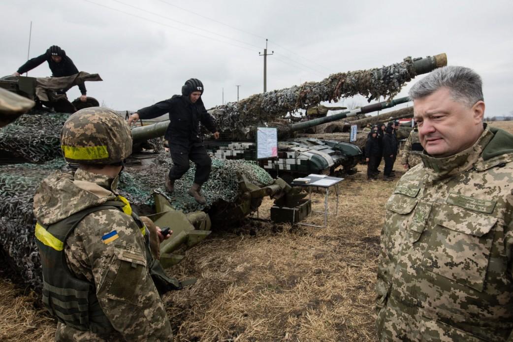Liderul de la Kiev, Petro Poroșenko, schimbă încadrarea legală a războiului din Donbas