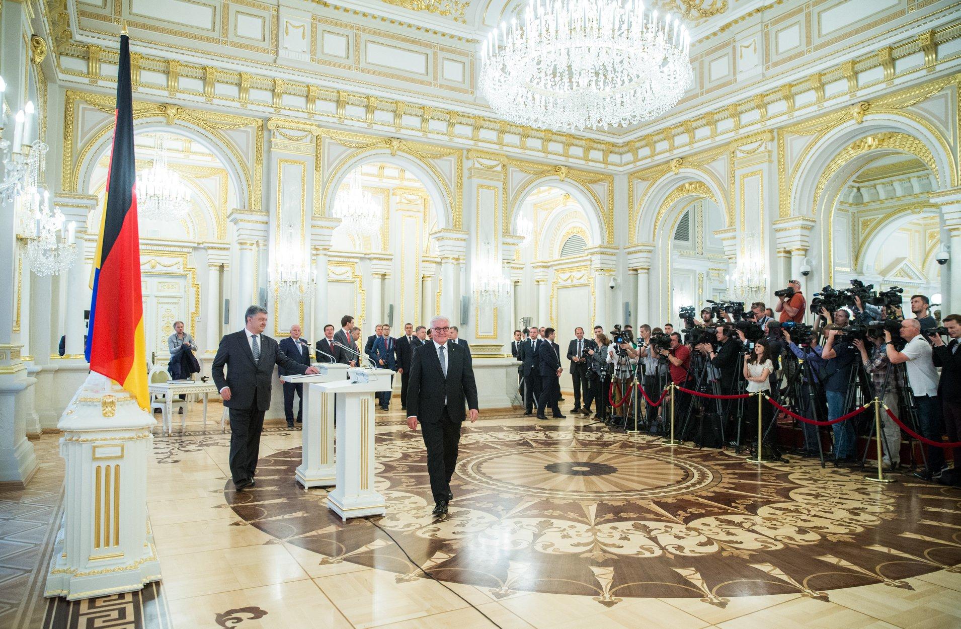 Liderul de la Kiev, Petro Poroșenko, mizează pe sprijinul omologului său german Frank-Walter Steinmeier
