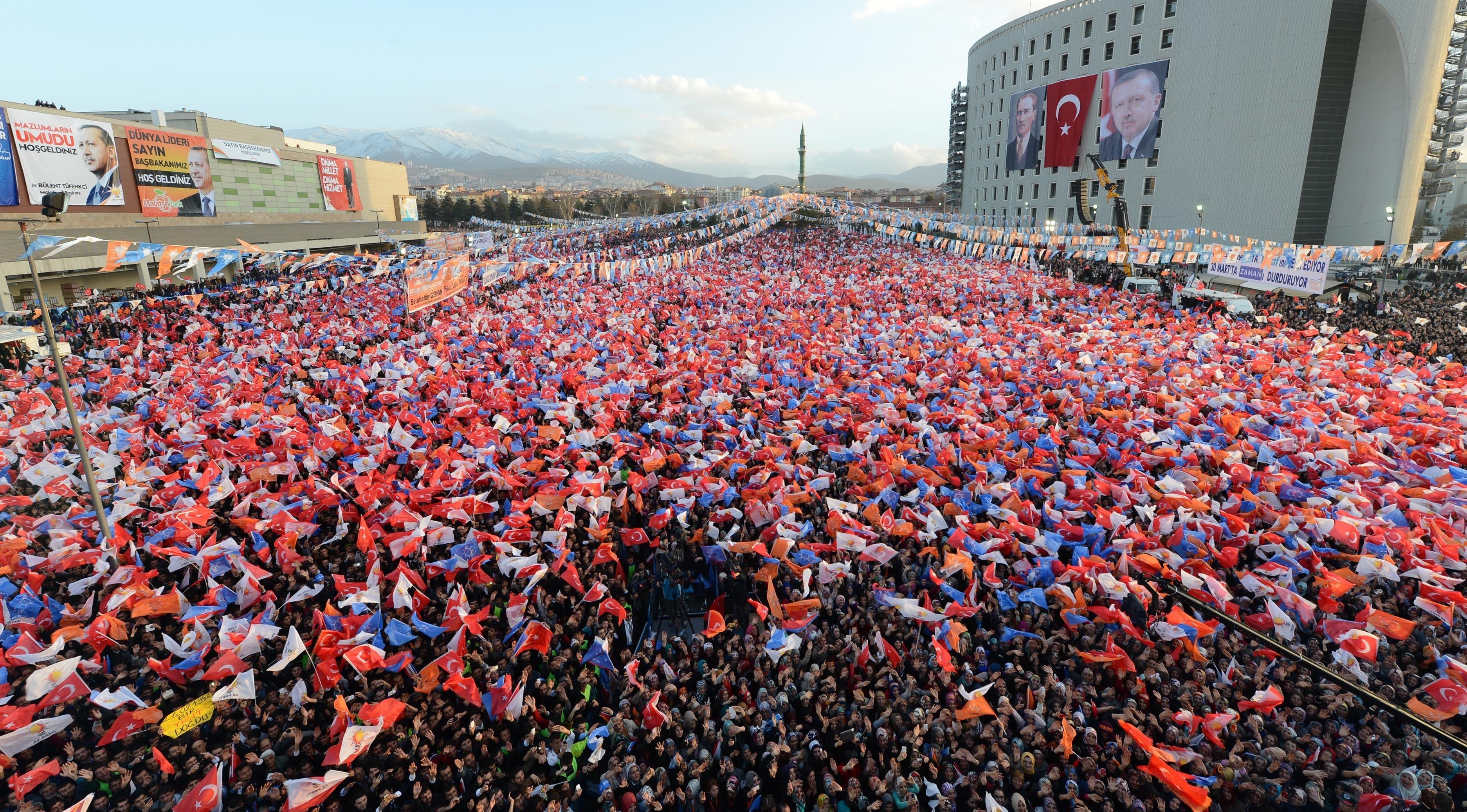 Mitingurile electorale masive o armă politică redutabilă a partidului prezidențial AKP