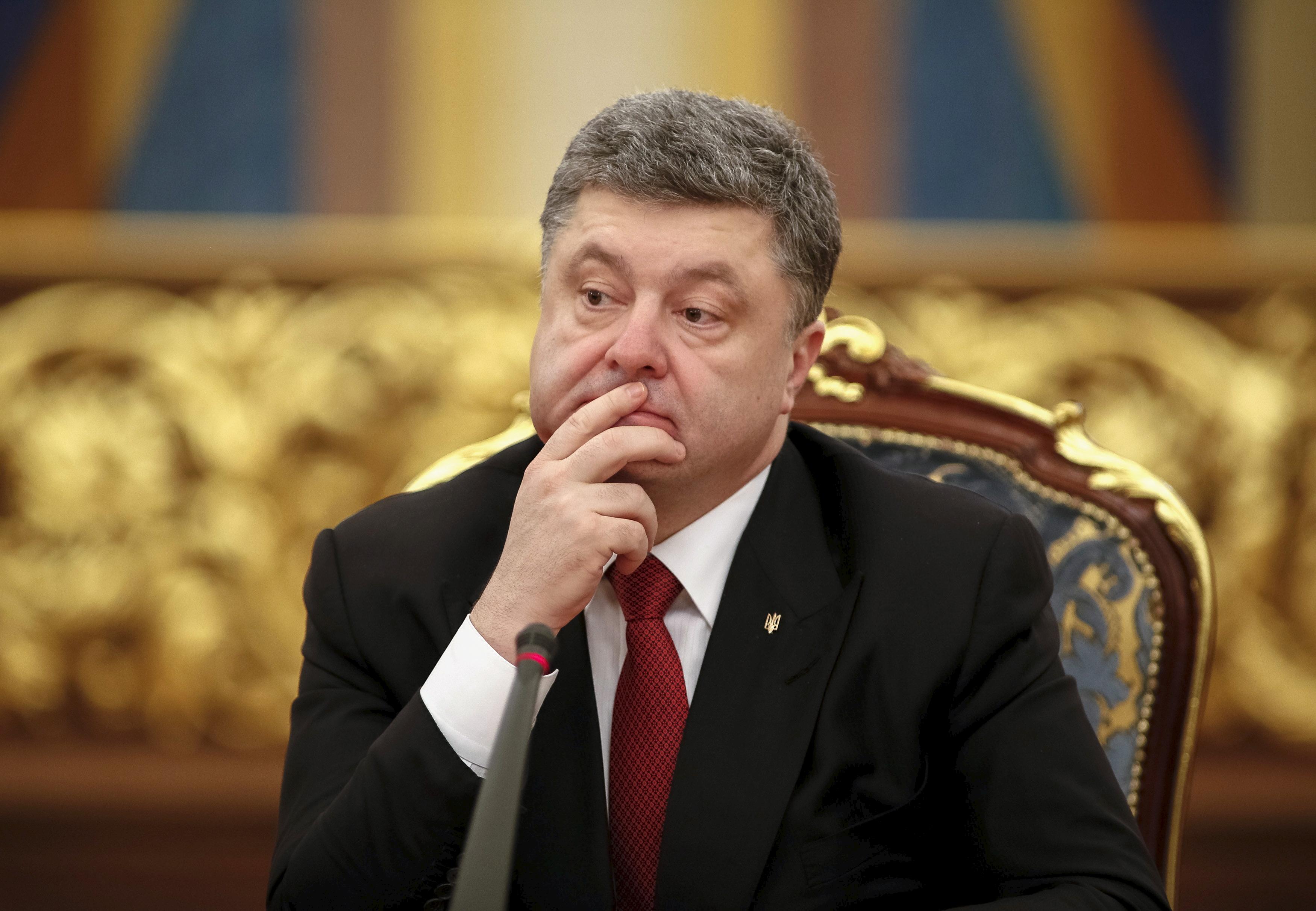 Liderul de la Kiev, Petro Poroshenko, face promisiuni electorale deșarte