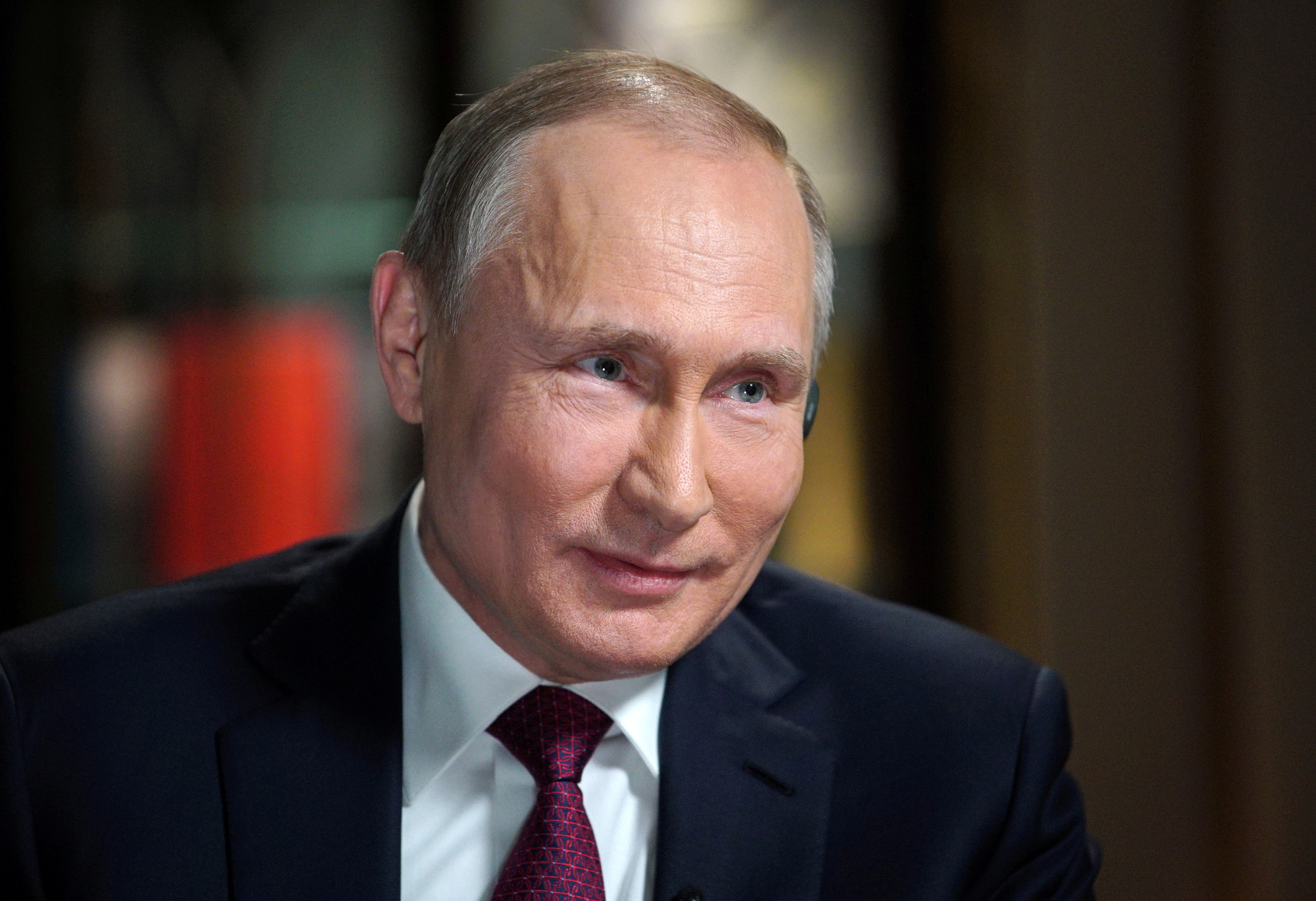 Liderul rus Vladimir Putin, îngerul politic al președintelui Republicii Moldova, Igor Dodon