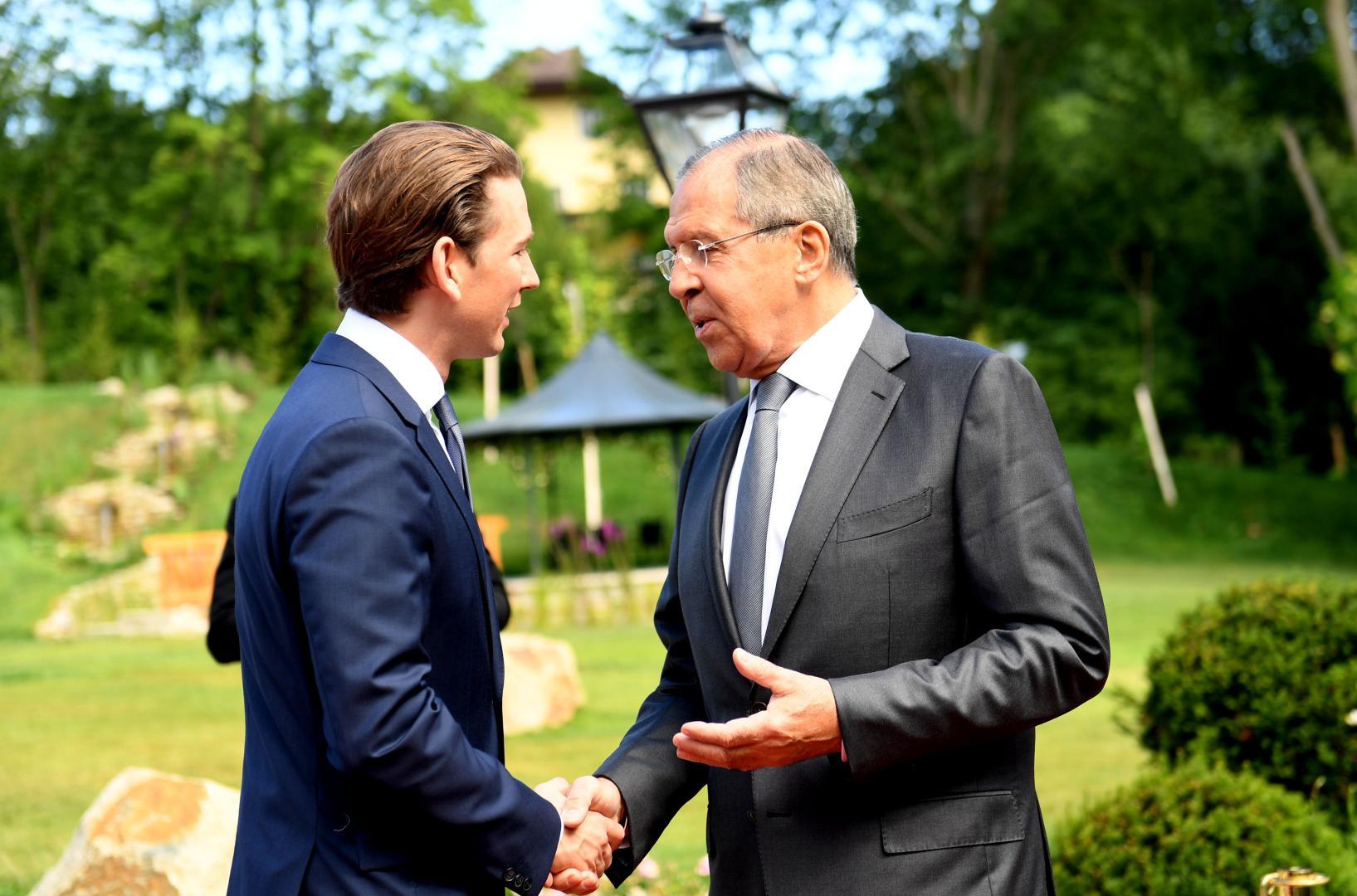 Cancelarul austriac, Sebastian Kurz, si ministrul rus de Externe, Sergey Lavrov, au relatie apropiata