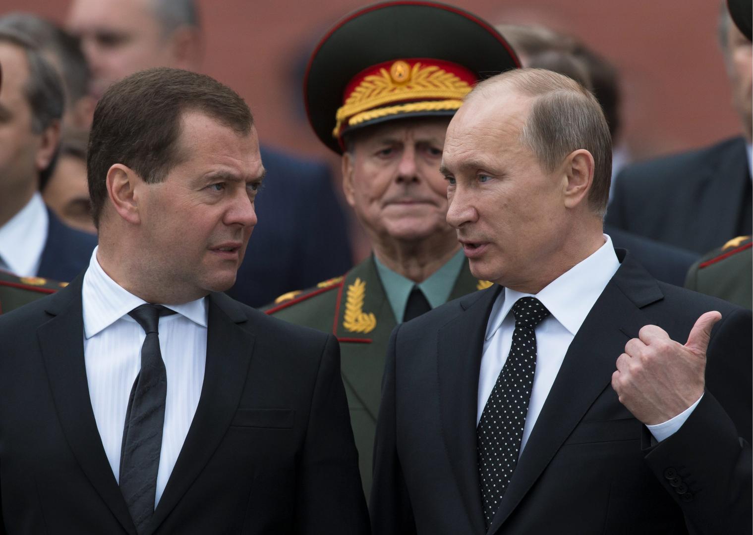 Liderii-ruși-Vladimir-Putin-și-Dmitry-Medvedev-mulțumiți-de-noile-sancțiuni-impuse-Ucrainei