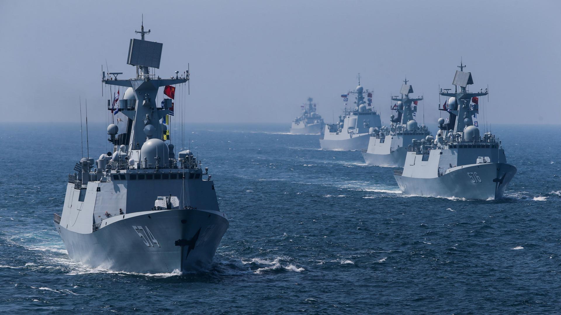 Flota militară rusă face legea în Marea Azov