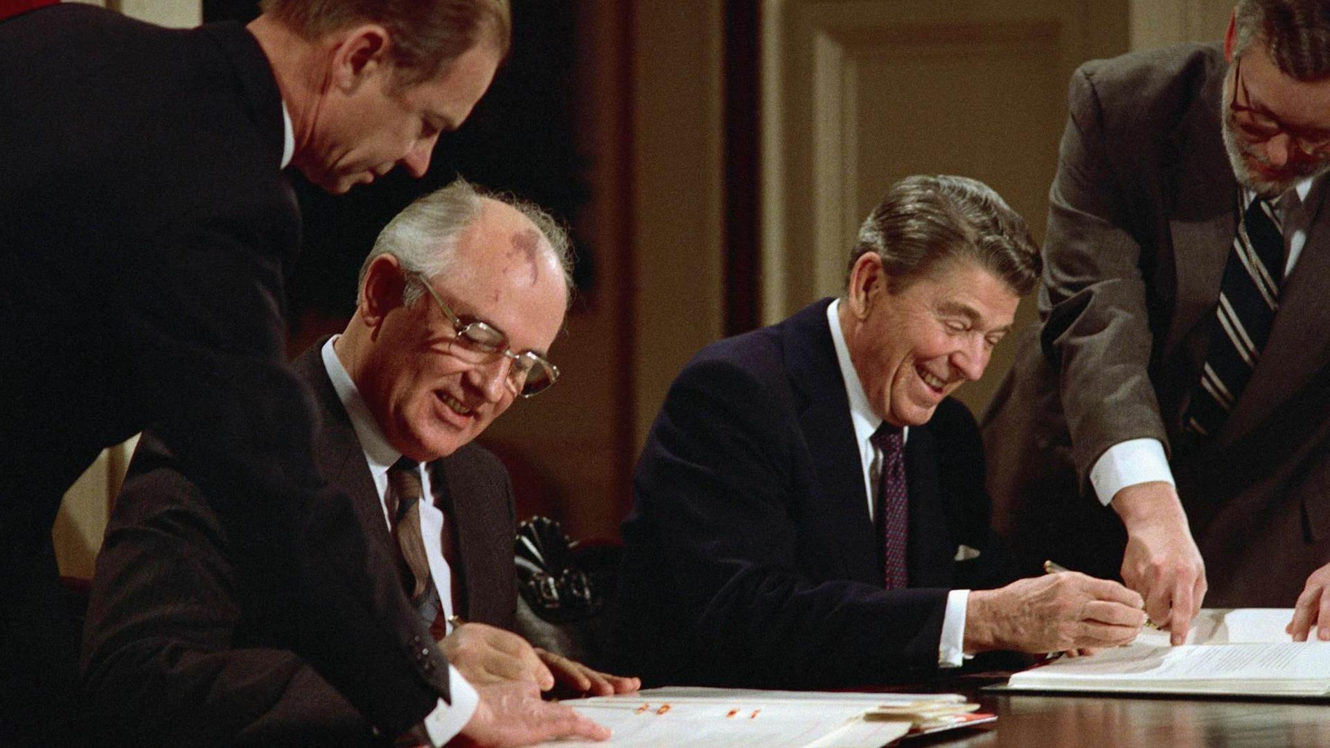 Semnarea Intermediate Nuclear Forces Treaty (INF) a fost considerat un succes diplomatic