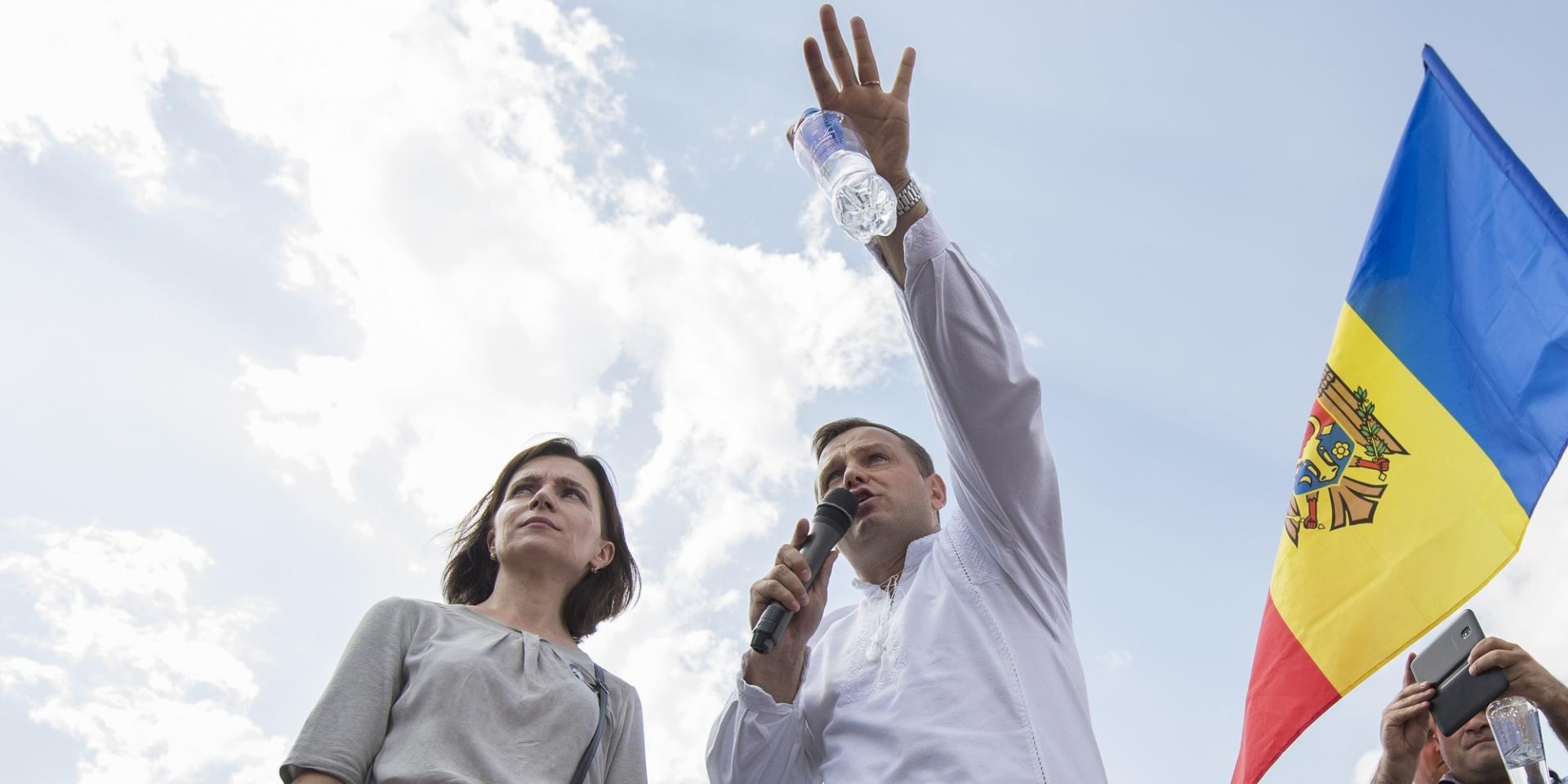 Lidera PAS Maia Sandu și cel al PPDA, Andrei Năstase, la un protest din PMAN din Chișinău