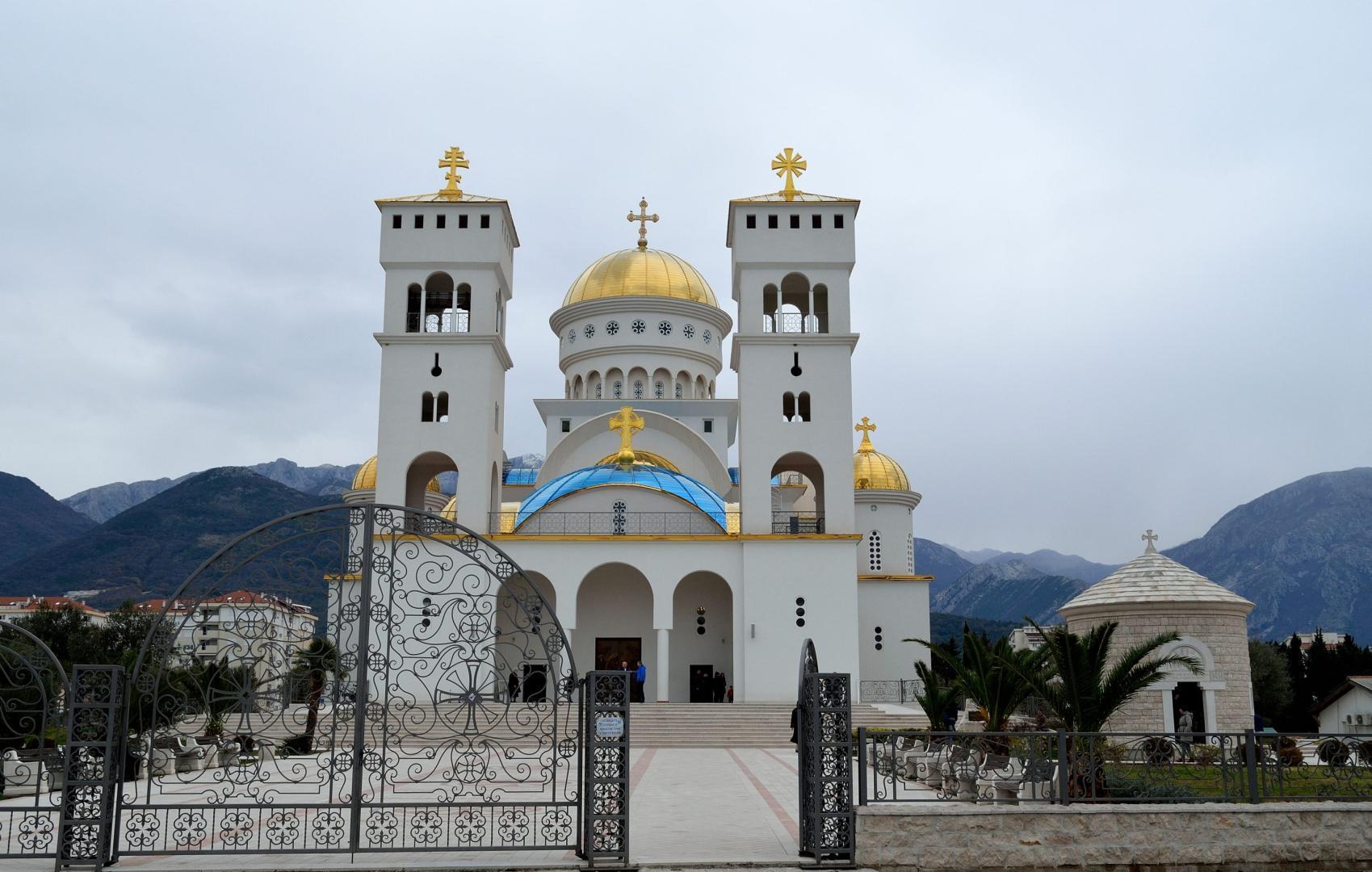 Bisericile Patriarhiei Sarbe din Muntenegru, scena unor confruntari violente pentru dreptul de proprietate