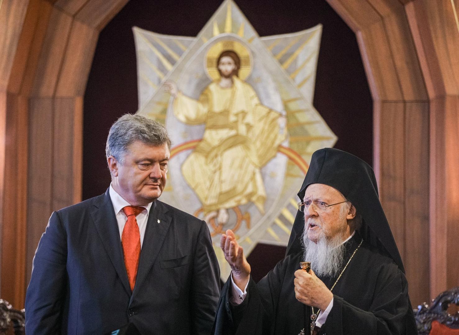 Presedintele Porosenko se bucură de sprijinul declarat al noii structuri ortodoxe autocefale din Ucraina