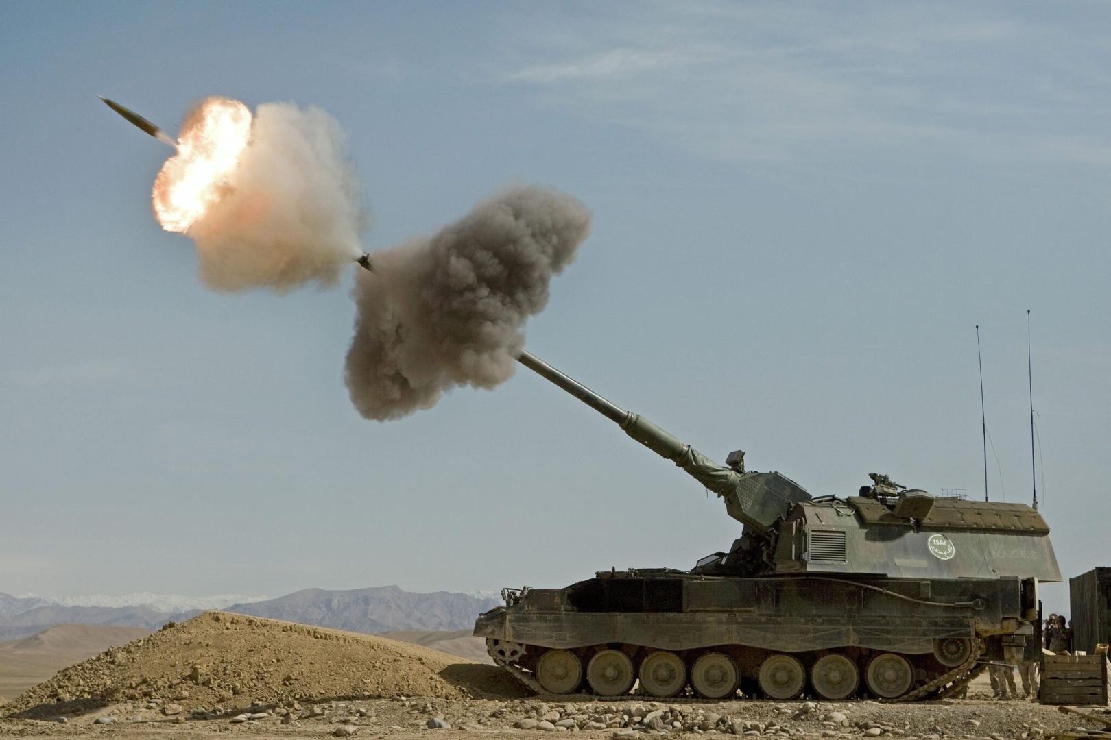 Germania trimite sistemele de artilerie PZH 2000 pentru a descuraja o invazie rusă în statele baltice