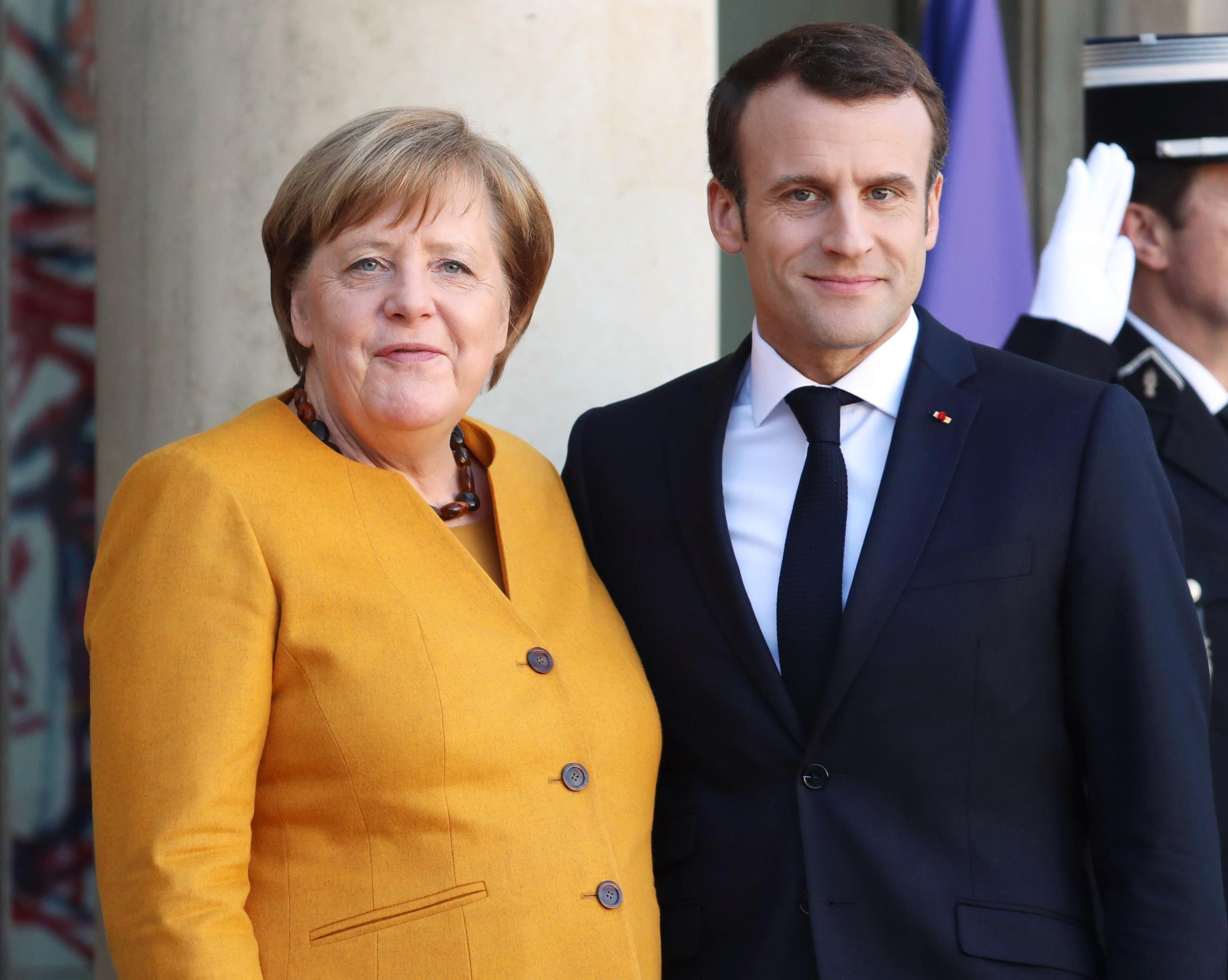 Duetul geopolitic Macron-Merkel, decisiv în prezidențialele din Ucraina